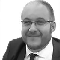 Christian Platzer: Mann im Anzug und mit Brille