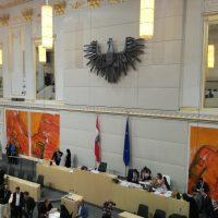 Blick in den Sitzungssaal des Parlaments