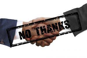 Hände schütteln einander. Darüber Schriftzug: No Thanks = nein danke
